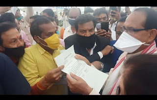 सर्व ब्राह्मण समाज धार द्वारा धार मे संस्कृत महाविद्यालय पुनः करने हेतु दिया मुख्यमंत्री को ज्ञापन