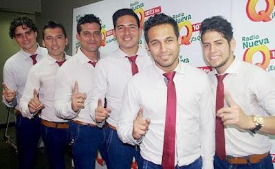Foto de integrantes de la Gran Orquesta Internacional con corbata