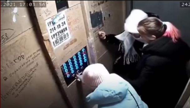 كاميرا المراقبة ترصد لحظات مرعبة لسقوط مصعد فيه 3 نساء وطفل