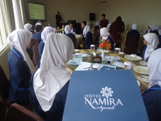 Table Manner Course - Administrasi Perkantoran