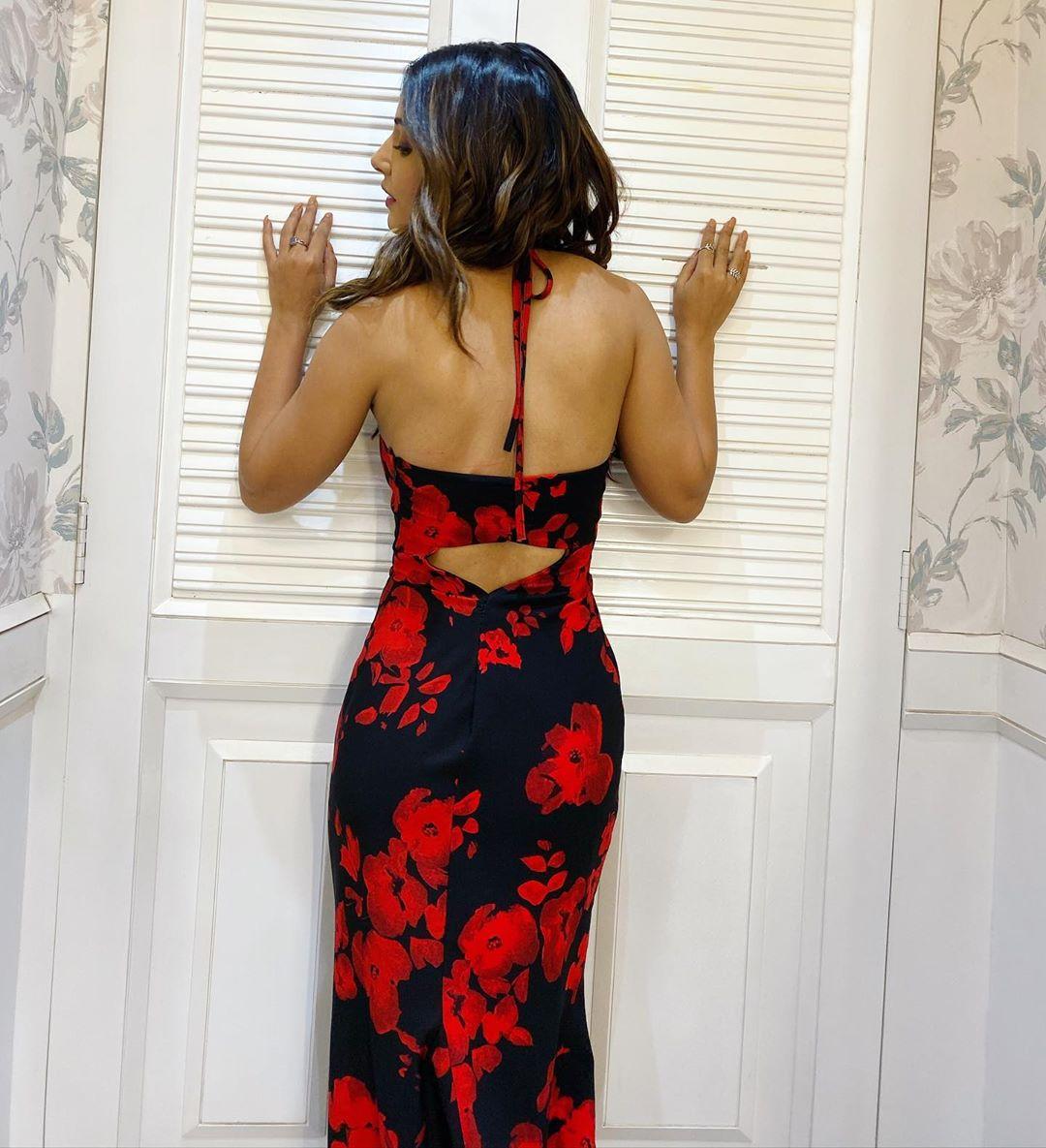hina-khan-shares-killer-figure-in-floral-dress
