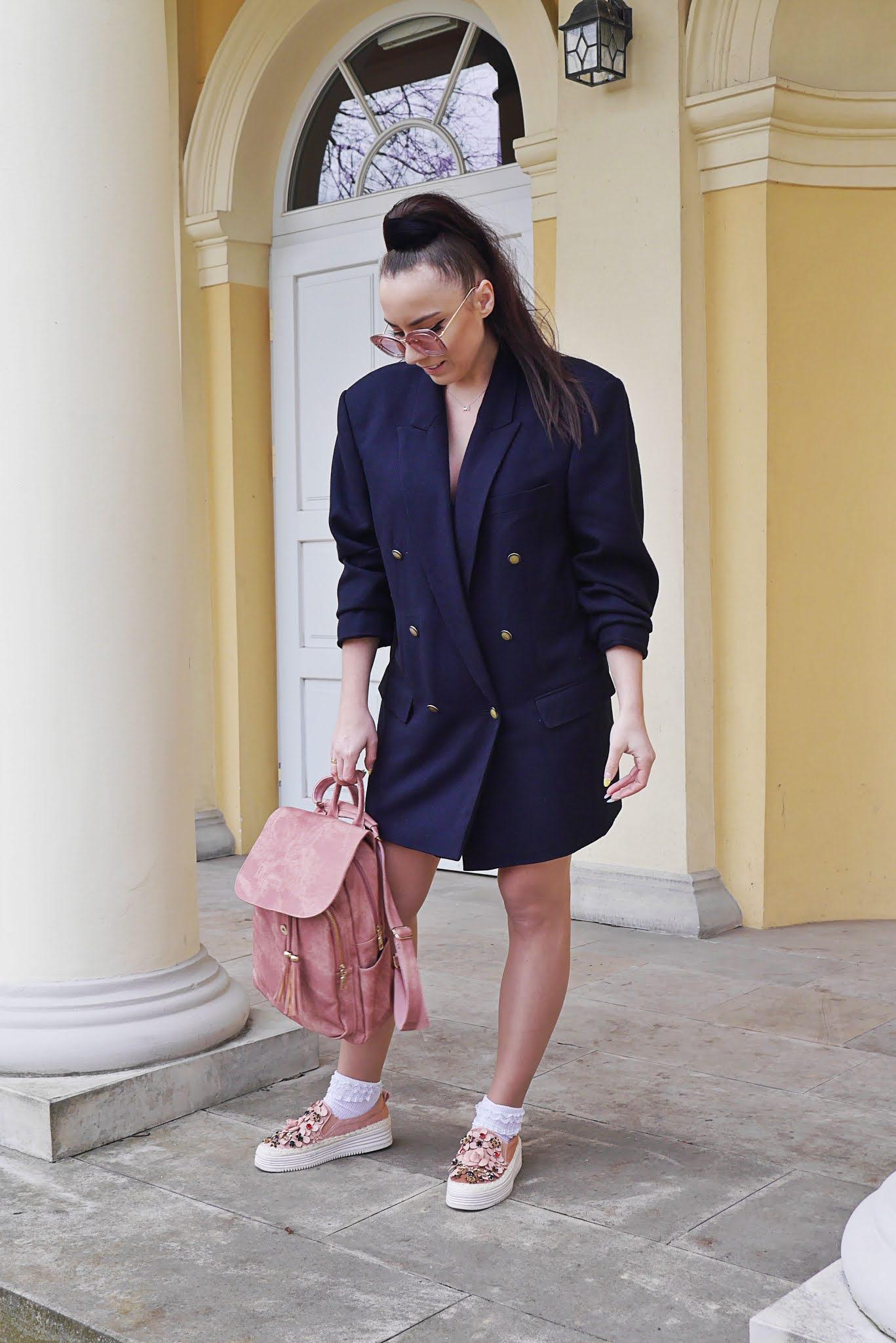blog modowy blogerka modowa karyn puławy plecak różowy pariso marmurkowy okulary oversizowa marynarka gorgio armani platformy różowe z kamieniami renee stylizacja wiosenna wiosenny look