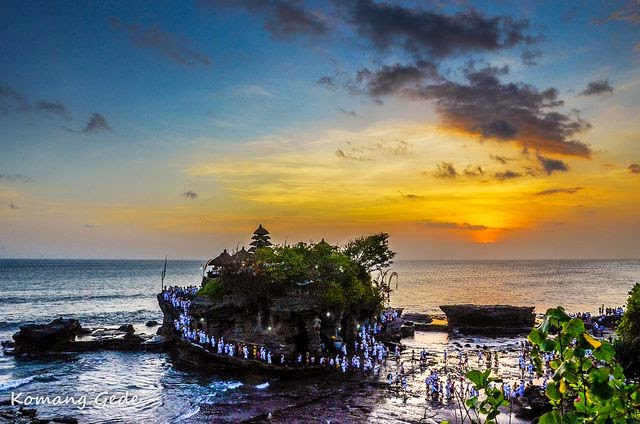 Bali Temple inwards The Sea Famous equally Sunset Spot Tanah Lot: Bali Temple inwards The Sea Famous equally Sunset Spot