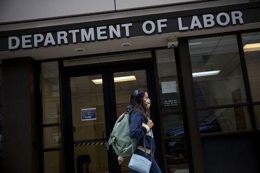 Otros 1.5 millones de desempleados en EE.UU. reclaman subsidios