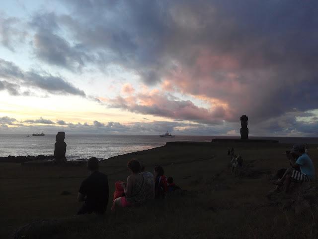 Atardecer en Tahai, Isla de Pascua