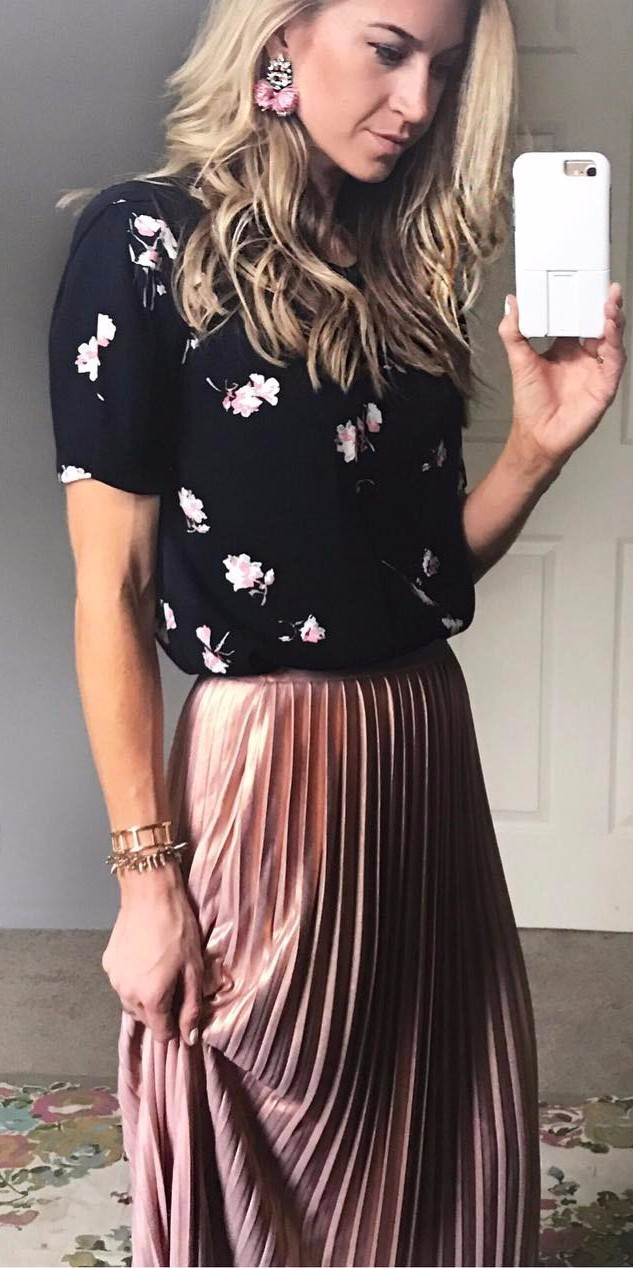 pleats heaven / black top + maxi skirt