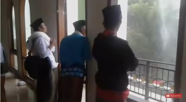 Tokoh Ini Sampe Menangis, Acara Istighosah Kubro Pemenangan Jokowi-Ma'ruf Diterjang Puting Beliung, Kaca Sampai Pecah