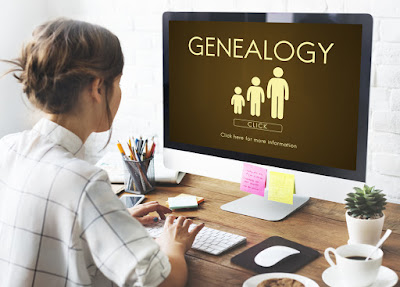 Chica investigando sobre su apellido y genealogía