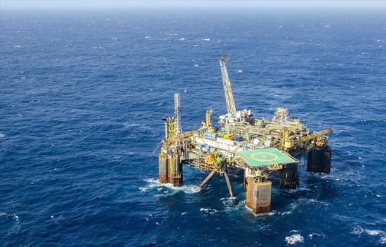 Casos de Covid-19 entre petroleiros dobram em novembro, aponta o Sindipetro-NF