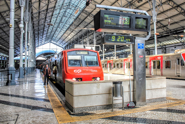 Stacja kolejowa Napoli Centrale w Neapolu