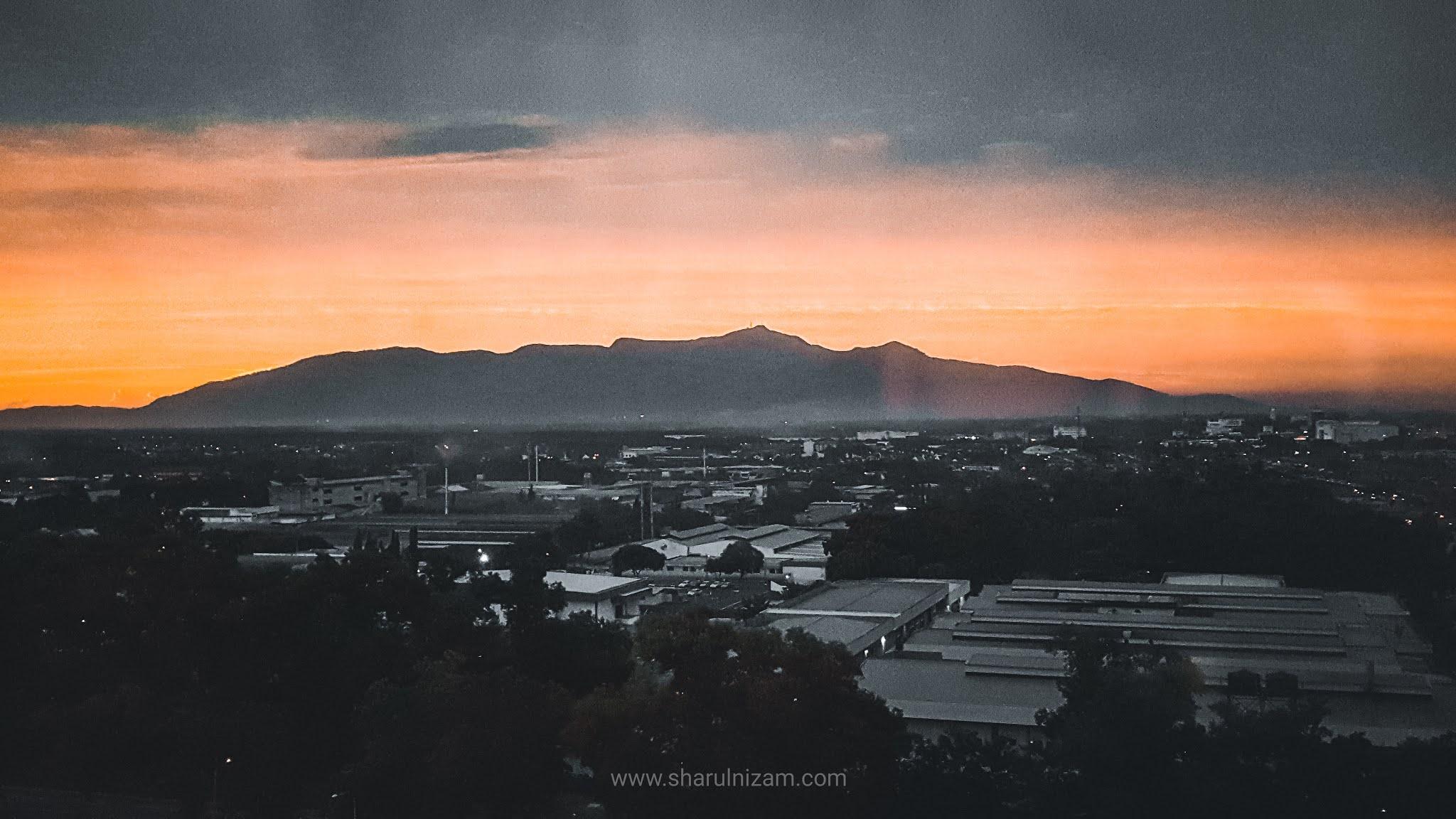 Gunung Jerai Di Waktu Pagi dan Petang