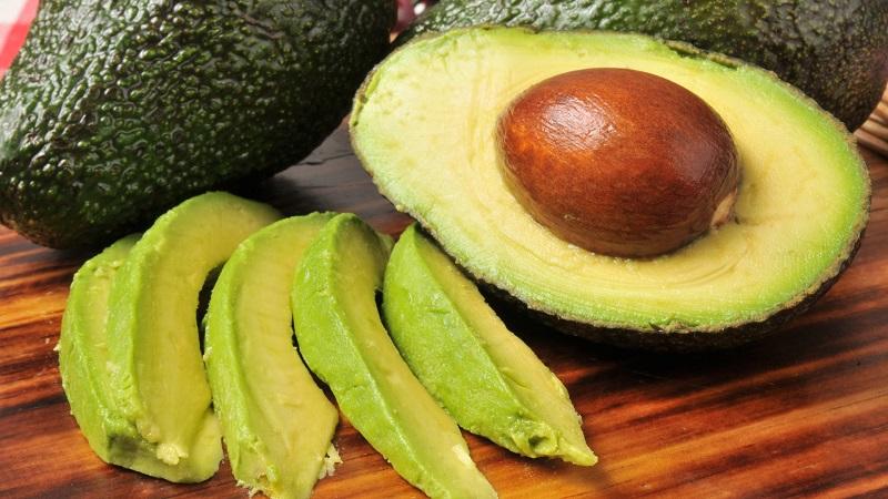 11 razões saudáveis para comer abacate e o que fazer com a semente