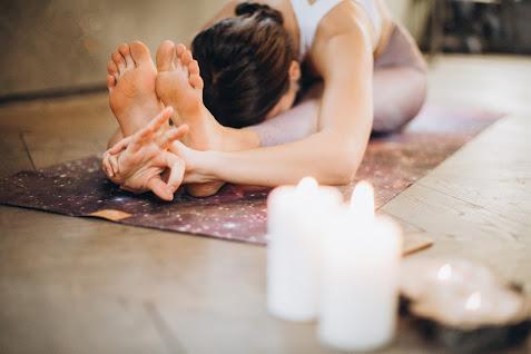 PAŚCIMOTTĀNĀSANA - SITTING FORWARD BEND Yoga