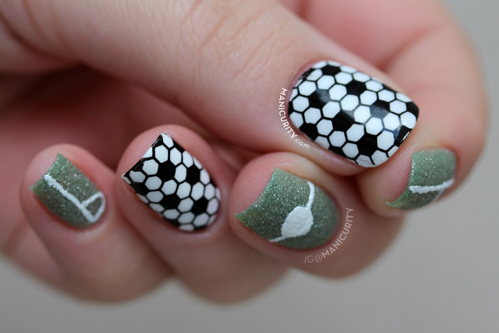 Manicurity: #BecauseFutbol Simple Soccer Nail Art
