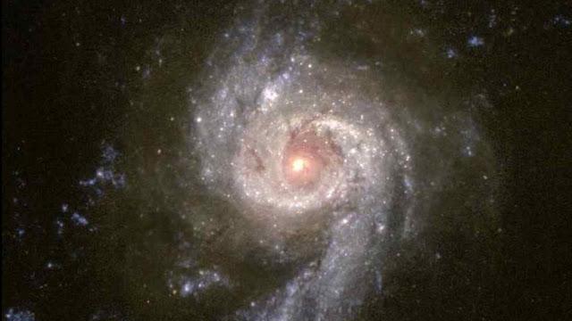 Astrónomos descubren un enorme 'puente' de ondas de radio que une dos cúmulos de galaxias