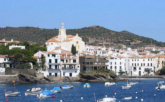 Cadaques en Cataluña. 17 lugares para descubrir España