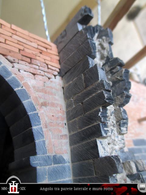 Angolo tra parete laterale e muro rotto