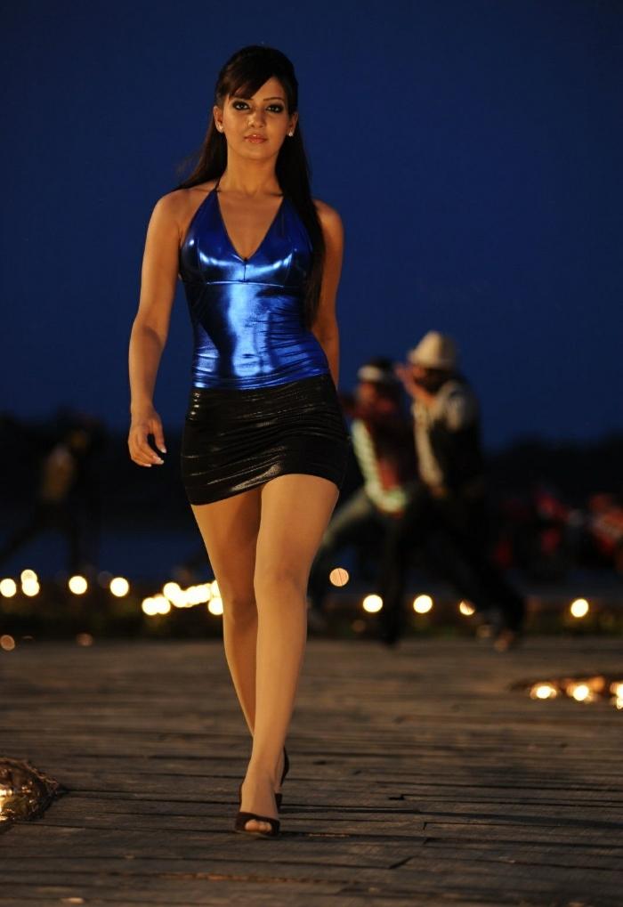 Kamalini mukerjee nude scene in malayalam movie 10