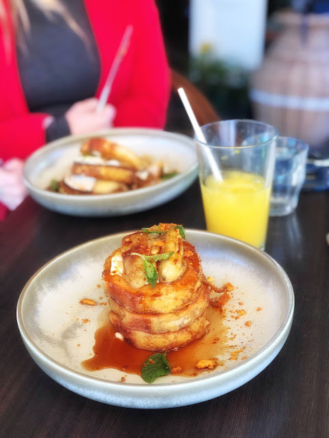 anouk cafe brisbane pancakes with banana and chai spiced maple syrup