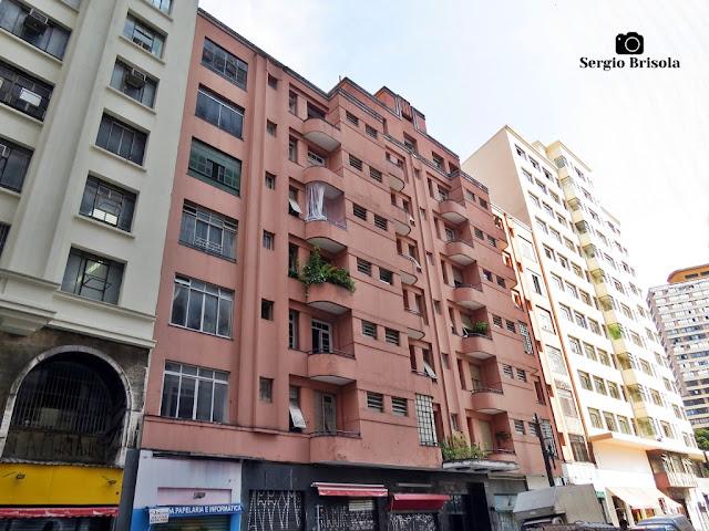 Vista ampla da fachada do Prédio Itapeva - Centro - São Paulo