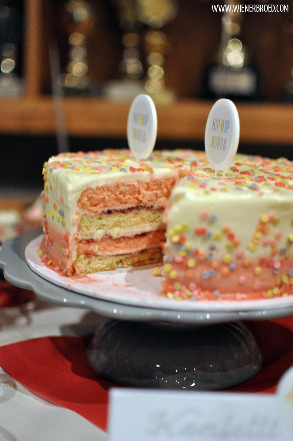 Funfetti-Torte / Funfetti Cake [wienerbroed.com]