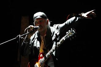 Inclusiones 2020: Ernie Becerra, el guitarrista virtuoso de una generación.