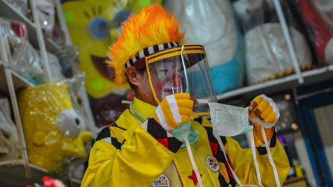 Aksi Pesulap Menghibur Bocah Kala Pandemi Corona