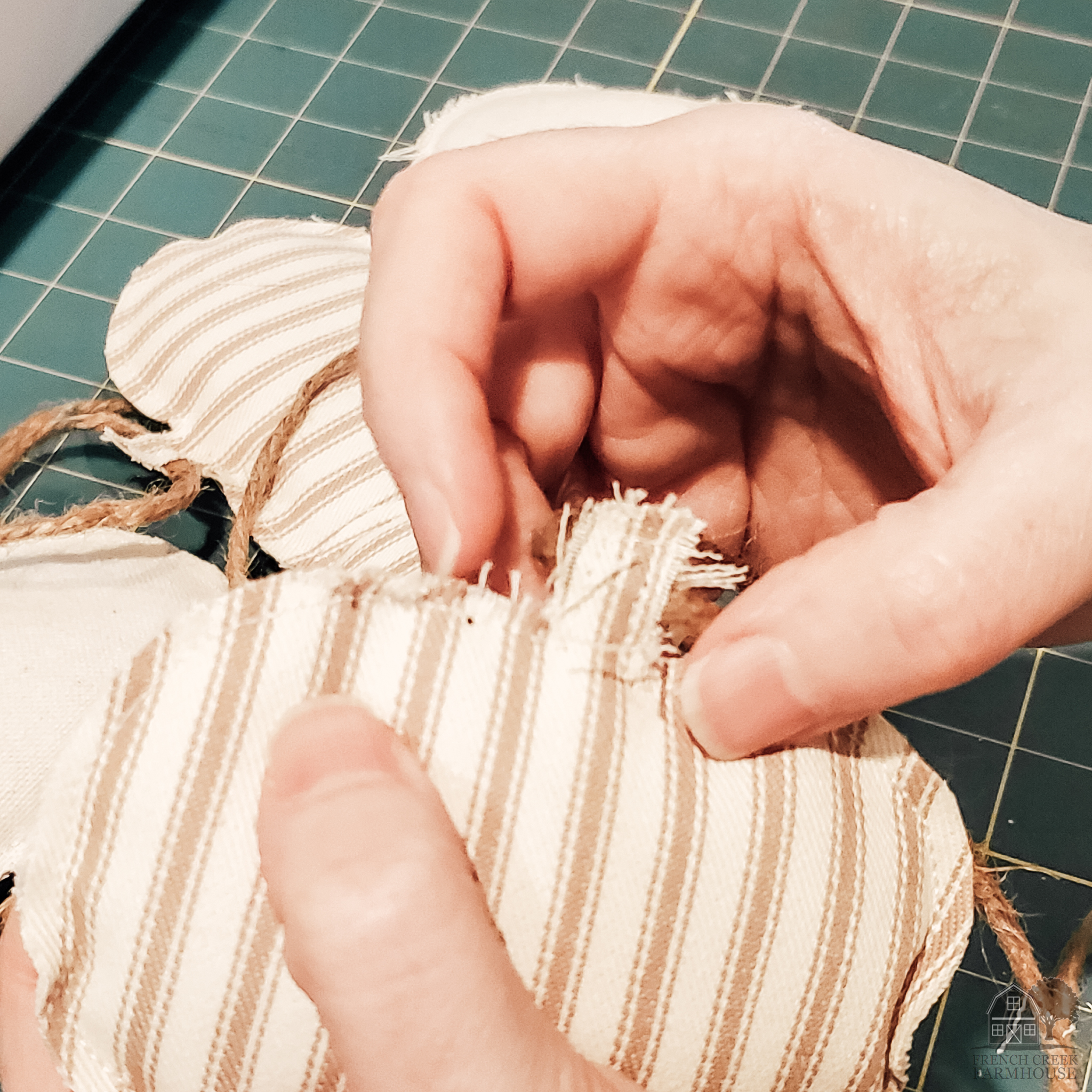 Fraying the edges of fabric