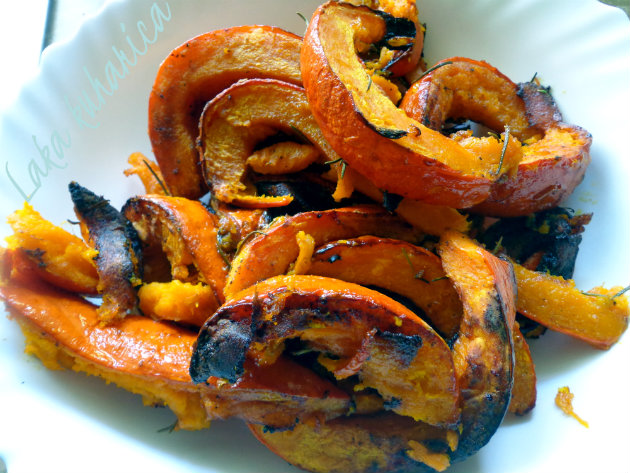 Roasted orange Hokkaido squash by Laka kuharica: delicious side for meat.