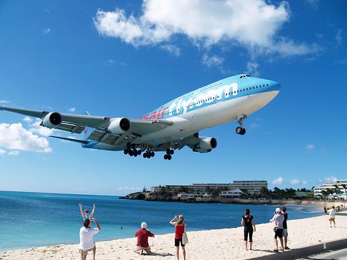 Avion Corsairfly à Maho Beach vesr l'aéroport Sxm