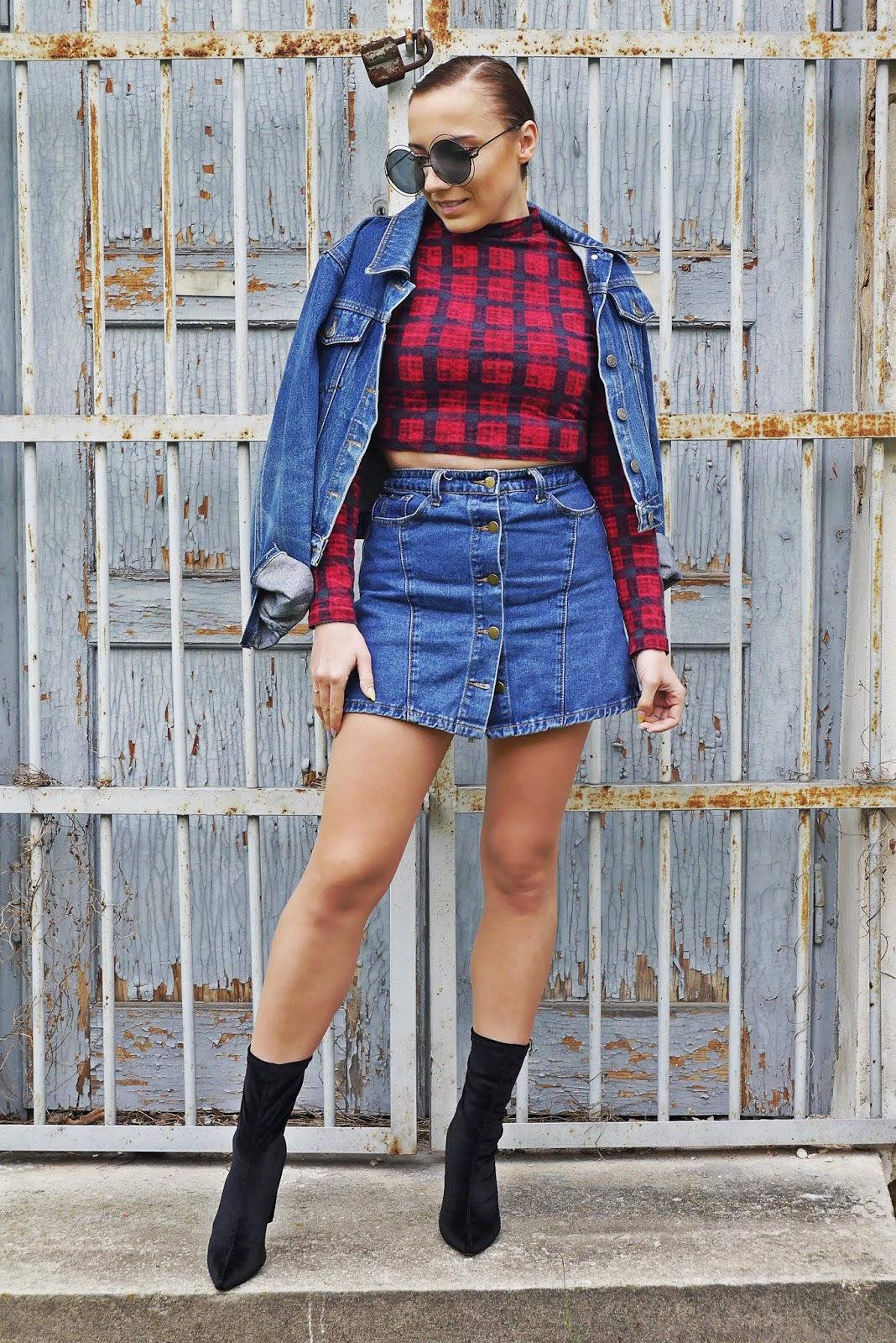 Spinki z perełkami spódnica jeansowa crop top krata skarpetkowe botki renee karyn blog modowy