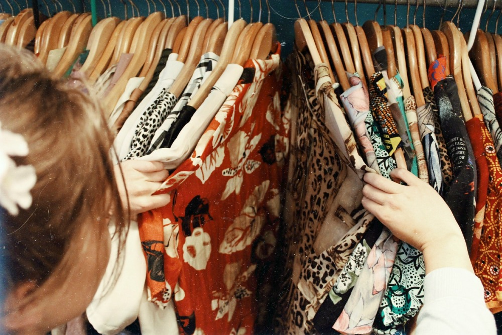 buying clothes second hand