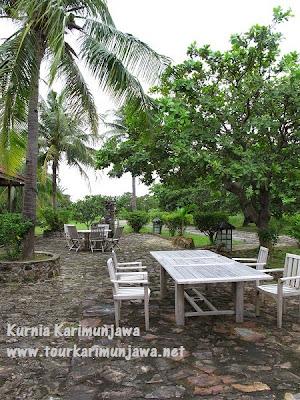 ruang santai dan bbq di nirwana resort