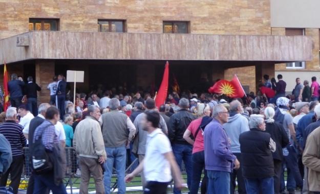 Εισβολή οπαδών του Γκρουέφσκι στο κοινοβούλιο των Σκοπίων