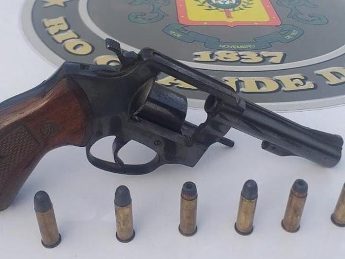 Homem é preso portando uma arma ilegal em Cachoeirinha