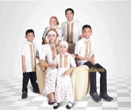 Model Baju Muslim Keluarga Warna Putih Modern Terbaru