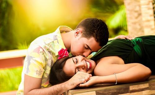 Love Shayri Jee karta hai surat teri niharti rahu