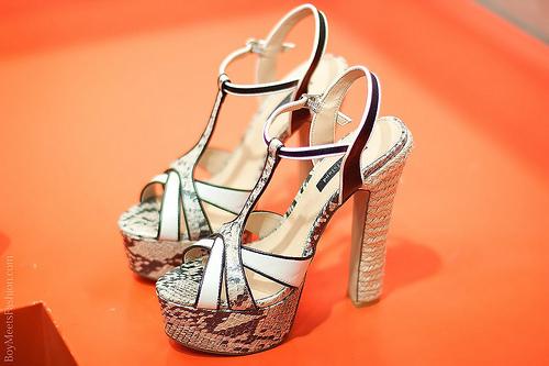 Αγοράζοντας κατάλληλα καλοκαιρινά γυναικεία παπούτσια  c68b7ac5a4d