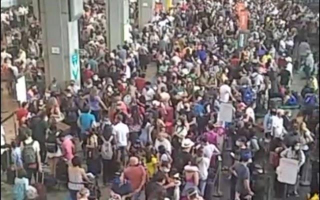 Aeroporto de Guarulhos registra aglomeração de passageiros