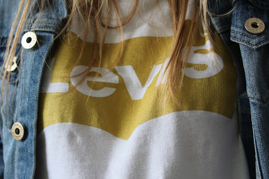 My World behind the Lense!: Levis Shirt/ details