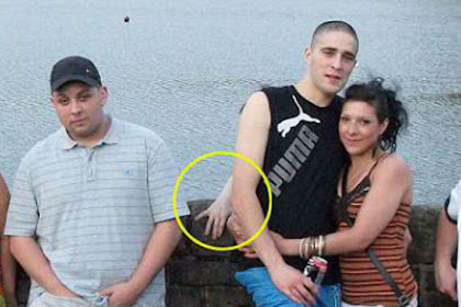 Menyeramkan, Ada 'Tangan Hantu' dalam Foto Liburan Keluarga Ini