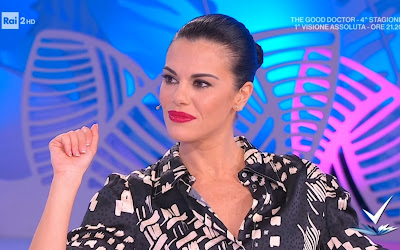 Bianca Guaccero foto viso rossetto rosso