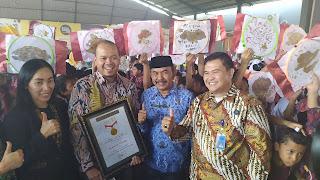 Ribuan Pelajar Di Kabupaten Cirebon Membatik Pecahkan Rekor MURI