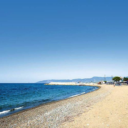 شاطئ لاتشي - قبرص