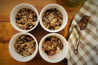 foto vista Ricetta crumble di pere e cacao all'olio di oliva per bambini