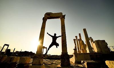 Απάντηση σε νεαρή φίλη της αρχαίας Ελλάδας Replying to an English-speaking young admirer of ancient Greece