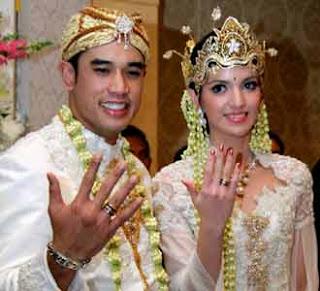 Souvenir Pernikahan Adi Bakrie Nia Ramadhani