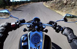 Apakah anda pernah ketika berkendara dengan sepeda motor kesayangan lalu tiba tiba setir  Berbagai Penyebab Stang Motor Goyang Tidak Stabil
