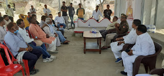 पंचायत चुनाव को लेकर थानाध्यक्ष ने ग्रामीणों के साथ की बैठक  | #NayaSaberaNetwork