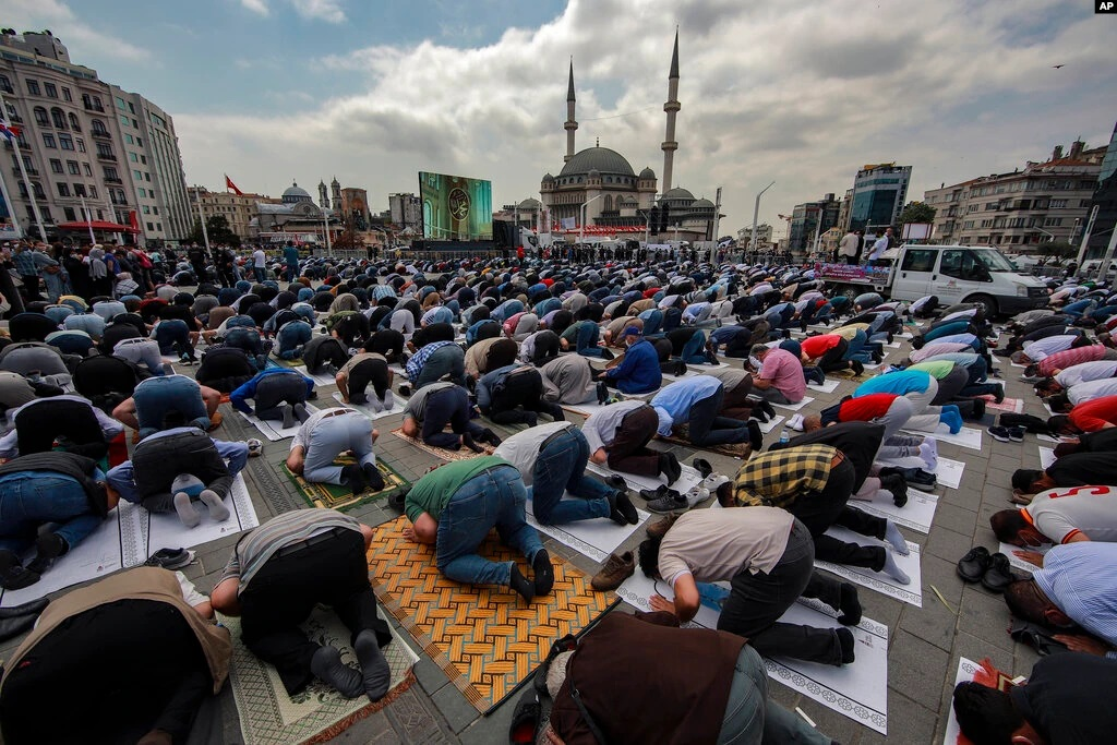 Presiden Recep Tayyip Erdogan resmikan Masjid berkapasitas 4000 di Alun-alun Taksim